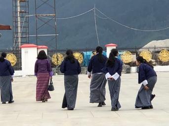 Schoolgirls at the Buddha statue